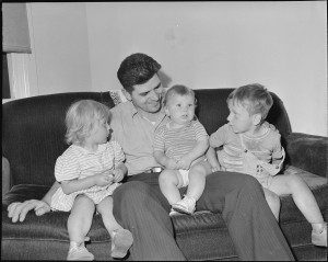 1280px-Wm._Riley_Blankinship,_miner,_with_his_children._Koppers_Coal_Division,_Kopperston_Mine,_Kopperston,_Wyoming_County..._-_NARA_-_540984